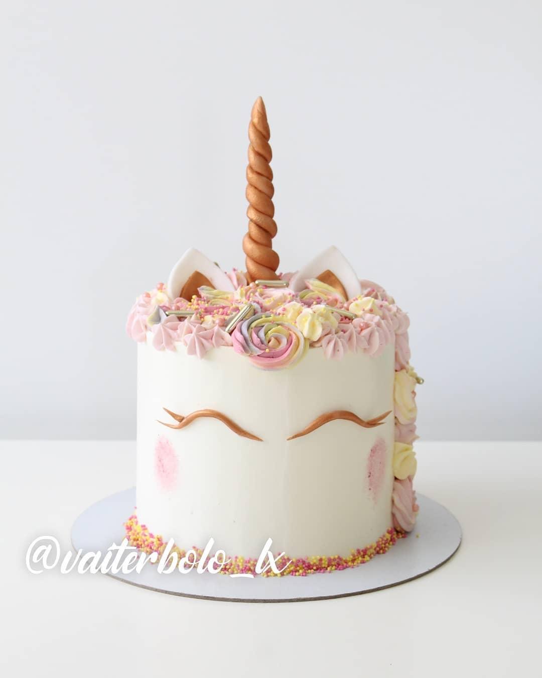 Aquela linda quinta-feira que todo mundo já sabe, é dia de #tbt!! Então venho com essa fofura que passou por aqui e eu ainda não o tinha colocado no meu feed, para deixá-lo mais lindo ainda do que já está! ..#vaiterbolohoje #almada #bolodecorado #buttercreamcake #birthdaycake #vaiterbolo #vaiterbolosim #bolo #cake #lisboapontocome #cakeart #lisboafood #buttercream #cakedesign #lisboa #ilovelisboa #cakedecorating #vaiterbololindo