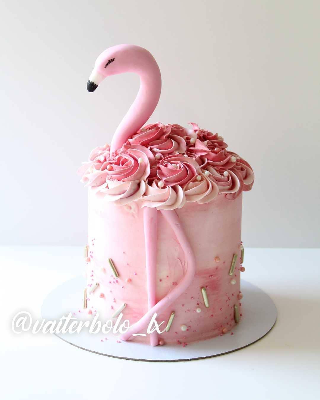 Já que tivemos um final de semana maravilhoso, nada melhor do que começar com esse bolo que é cheio de energia e desejar uma semana iluminada para todos vocês 🥰..#vaiterbolohoje #almada #bolodecorado #buttercreamcake #birthdaycake #vaiterbolo #vaiterbolosim #bolo #cake #lisboapontocome #cakeart #lisboafood #buttercream #cakedesign #lisboa #ilovelisboa #cakedecorating #vaiterbololindo